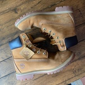 Women's classic Timberland Yellow 6/inch Boots!